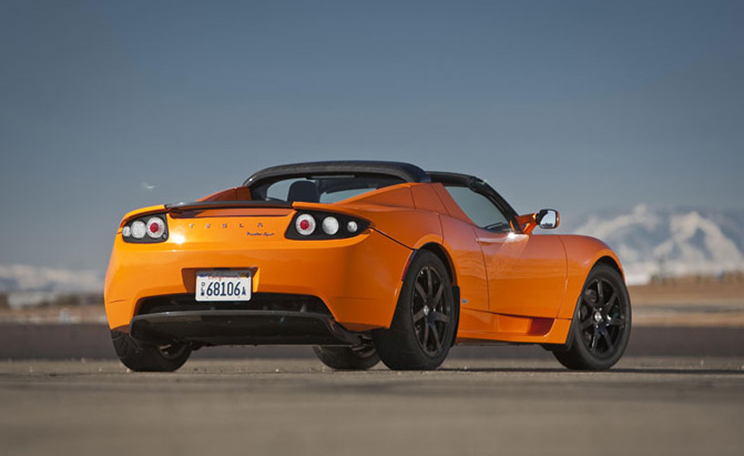 Tesla Wants to Give its Next-Gen Roadster Away for Free
