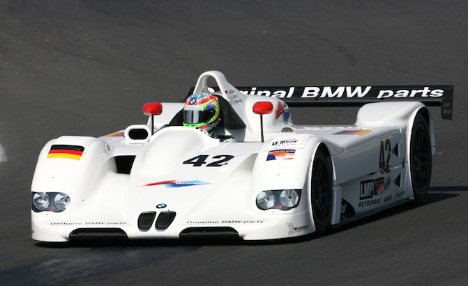 BMW Wants to Build a Hydrogen Electric Race Car