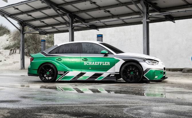 Electric Audi RS3 Outdrags a Porsche 911 GT2 RS… In Reverse